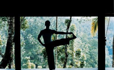 44165853-H1-male_yoga_2