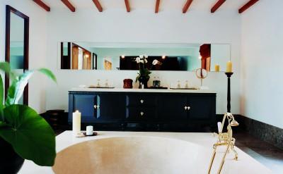 44184058-H1-Uma_Bona_COMO_Suite_bathroom