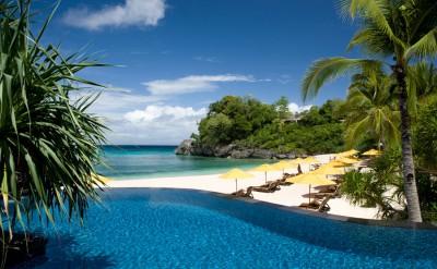 Infinity-Pool-overlooking-Banyugan-beach