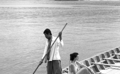 guest in local boat with hotel staff_1217BW