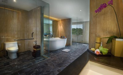 Hi_AULU_65403833_Spa_Suite_Bathroom