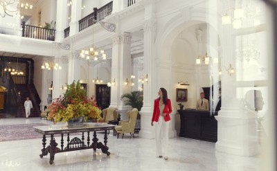 Hi_RHS_47594761_Raffles_Hotel_Singapore_-__Lobby