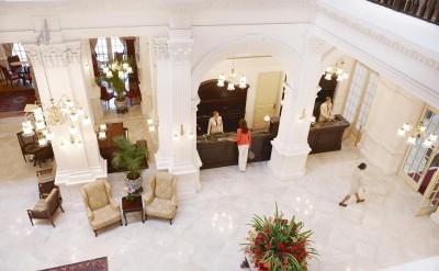 Hi_RHS_47594834_Raffles_Hotel_Singapore_-__Lobby_2