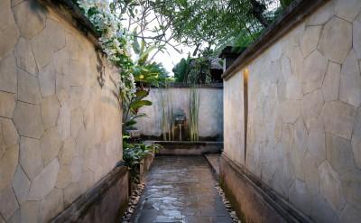 Villa entrance walkway