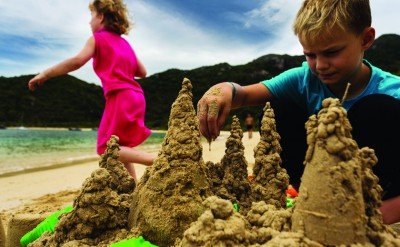 Children_Sand_Castles_[5531-LARGE]