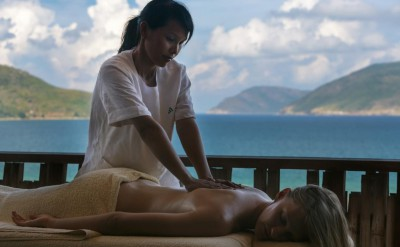 Massage-at-Six-Senses-Spa_[5419-LARGE]