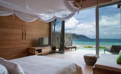 Ocean-Front-Villa-bedroom_[5394-LARGE]