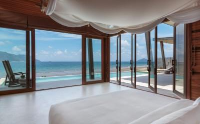 Ocean_Front_2_Bedroom_Villa_-_master_bedroom_[5408-LARGE]