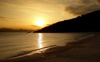 Sunset_over_Ninh_Van_Bay_[6138-LARGE]