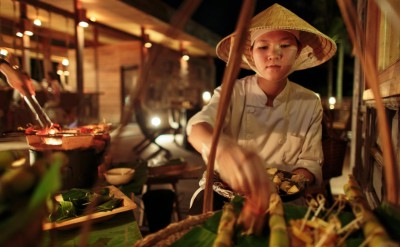 Vietnamese_night_at_the_market_[5476-LARGE]