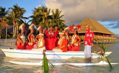 Polynesian-Bridal-Canoe