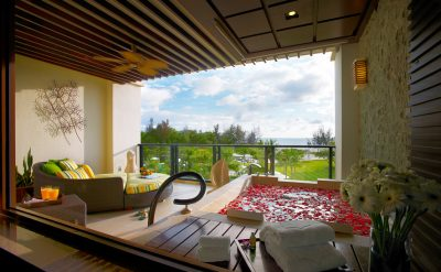 ow-premier-room-balcony-01