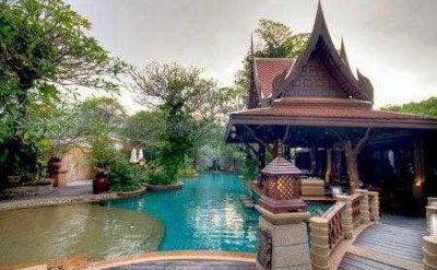 7 Pool Village