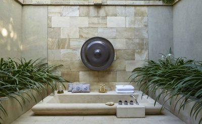 suite outdoor bathtub.tif