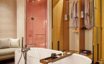 Garden-front-suite-bathroom-1